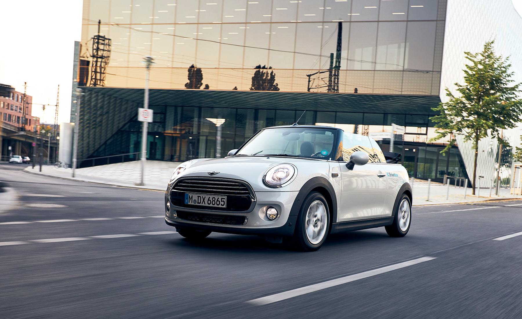 DriveNow_MINI_convertible_CarToCar_2690